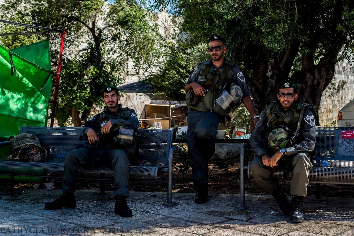 Jeden z patroli na terenie Wschodniej Jerozolimy. Przez większość czasu jednak panowie nie uśmiechali się