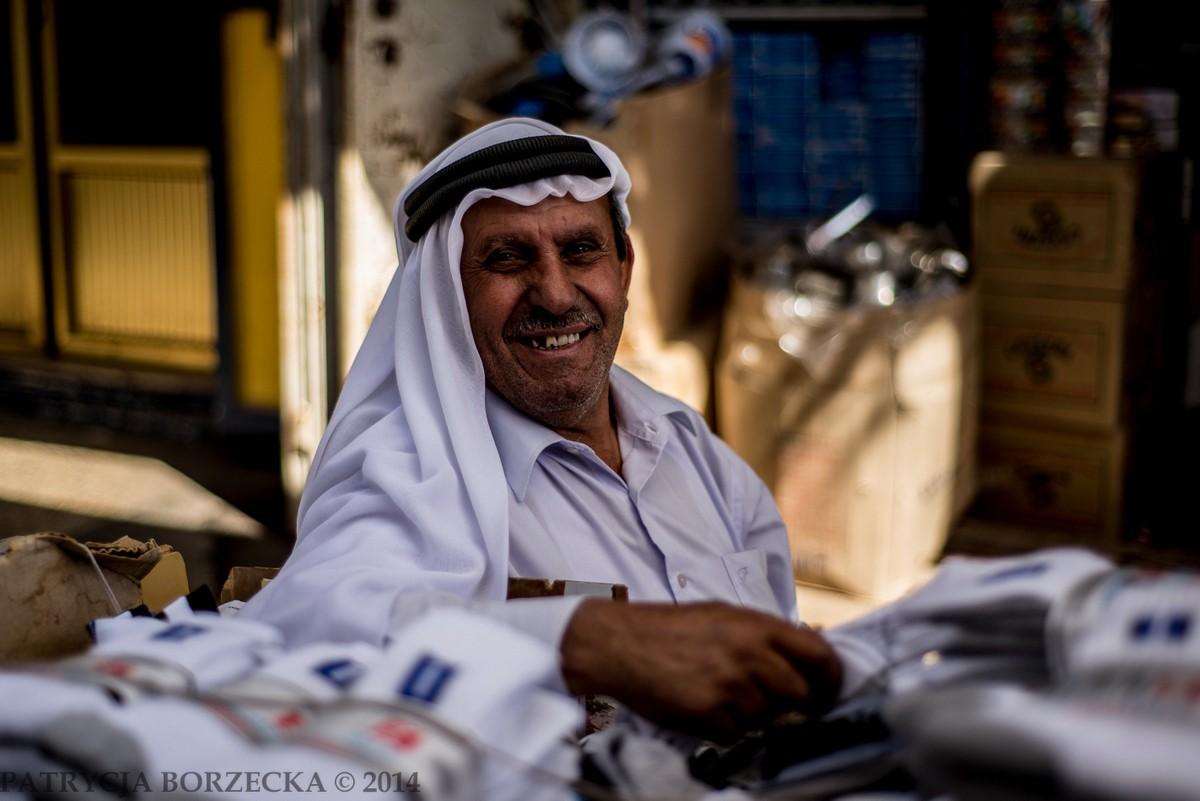 W każdym niemal miejscu spotykałam się ze szczerym uśmiechem i chęcią rozmowy. Ludzie pytali mnie o kraj, zawód, imię i każdą rzecz jaka przyszła im do głowy. Do Ramallah na ogół nie docierają turyści skutkiem czego każda wyróżniająca się od świata islamskiego osoba, wzbudza tam atrakcję
