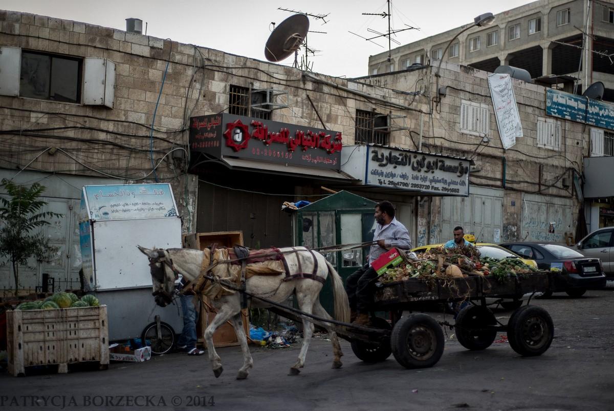 Koniec dnia pracy w Ramallah.