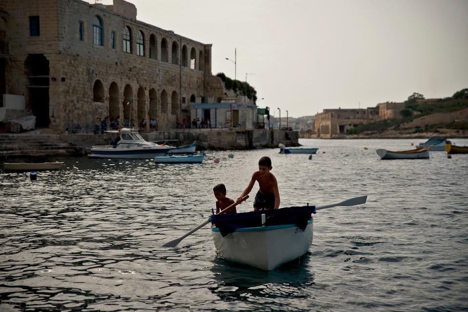 Podobnie jest z pływaniem łodzią. Są one bardzo popularnym środkiem transportu pomiędzy poszczególnymi miejscami.