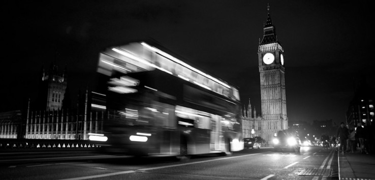 Godzina 20:48. Double-decker, a w tle Pałac Westminsterski. Widok, którego uświadczy codziennie niemal każdy Londyńczyk przebywający w ścisłym centrum.