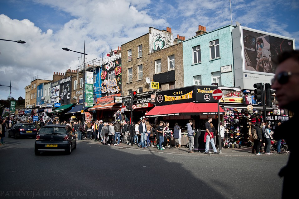 Im większy tłok na ulicy, tym bliżej celu. Liczne knajpy położone przy rogach ulic również są bardzo charakterystyczne dla tej dzielnicy.