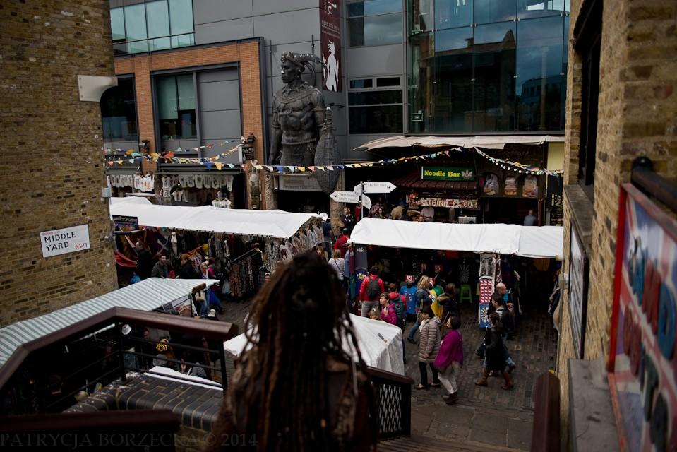 Właściwa część Camden Market. Znajdziemy tutaj zarówno sklepy, bary, kluby metalowe jak i najzwyklejsze budki z kebabem.