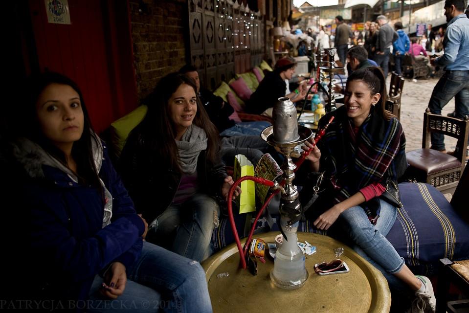 Wybór rozrywek jest naprawdę ogromny. Palenie shishy jest kolejną z nich. W Camden to zajęcie szczególnie upodobały sobie kobiety.