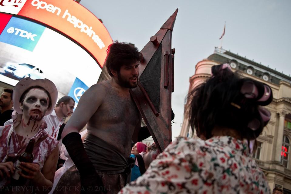 Ktoś pamięta Piramidogłowego z Silent Hill? Tym razem szukał swoich ofiar na Picadilly Circus.