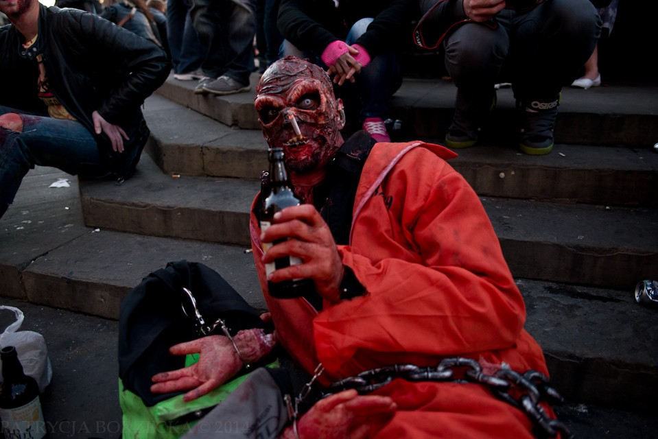 Piwo dla ochłody było dość popularnym przerywnikiem zabaw i hulanek rozszalałych zombie.