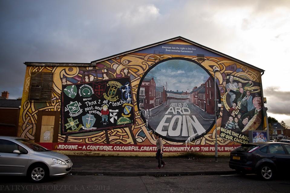 Ten mural podkreśla spójność irlandzkiej wspólnoty oraz jest podziękowaniem dla nauczycieli, którzy dbają o poczucie jedności narodowej wśród młodych Irlandczyków.