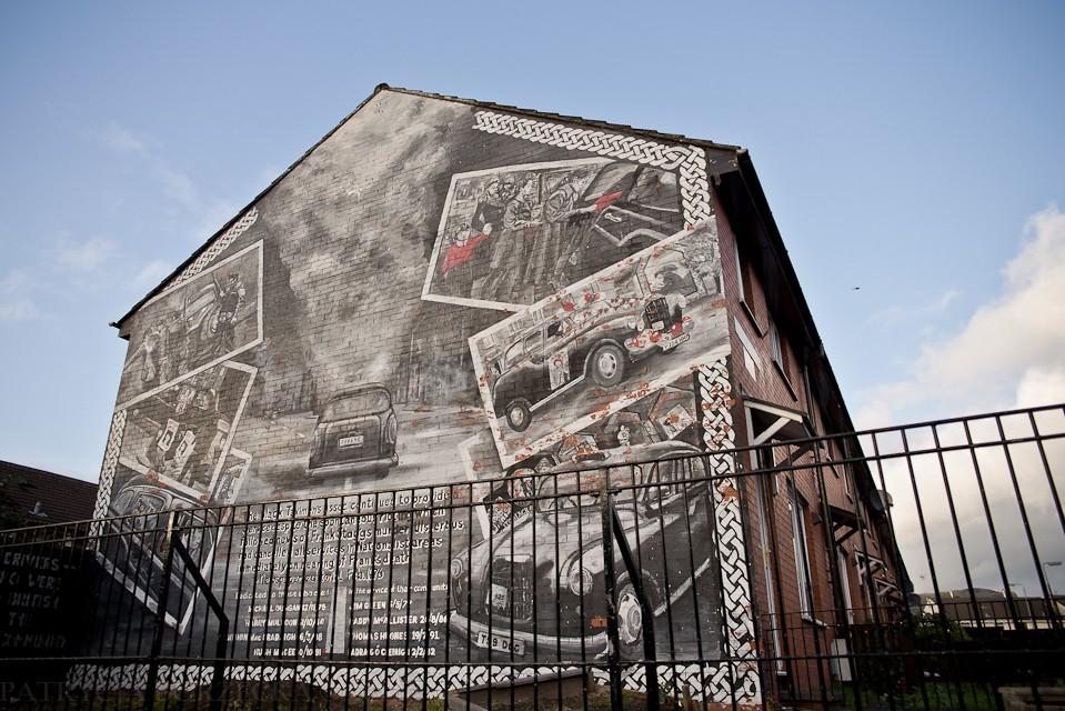 Czarne taksówki - symbol katolickiej społeczności Belfastu. W czasie konfliktu wielu katolików pracowało jako kierowcy czarnych taksówek. Było to szczególnie popularne zajęcie w północnej i zachodniej części miasta. Czarnych taksówek nie prowadzili protestanci, dlatego łatwo było dzięki temu zidentyfikować katolików. Wielu kierowców zostało zamordowanych przez lojalistów. Ta ściana ich upamiętnia.