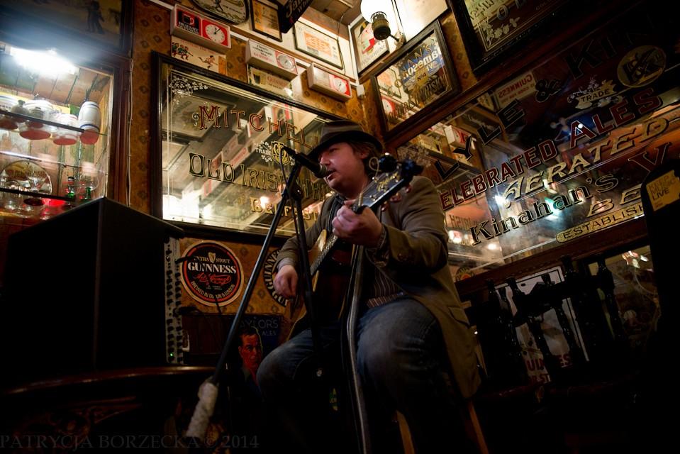 """""""Duke of York"""" - pub położony w centrum Belfastu. Momentalnie przywodzi na myśli typowy irlandzki bar. Większość """"Irish pubów"""" w Polsce i w innych krajach Europy, wygląda właśnie w ten sposób."""