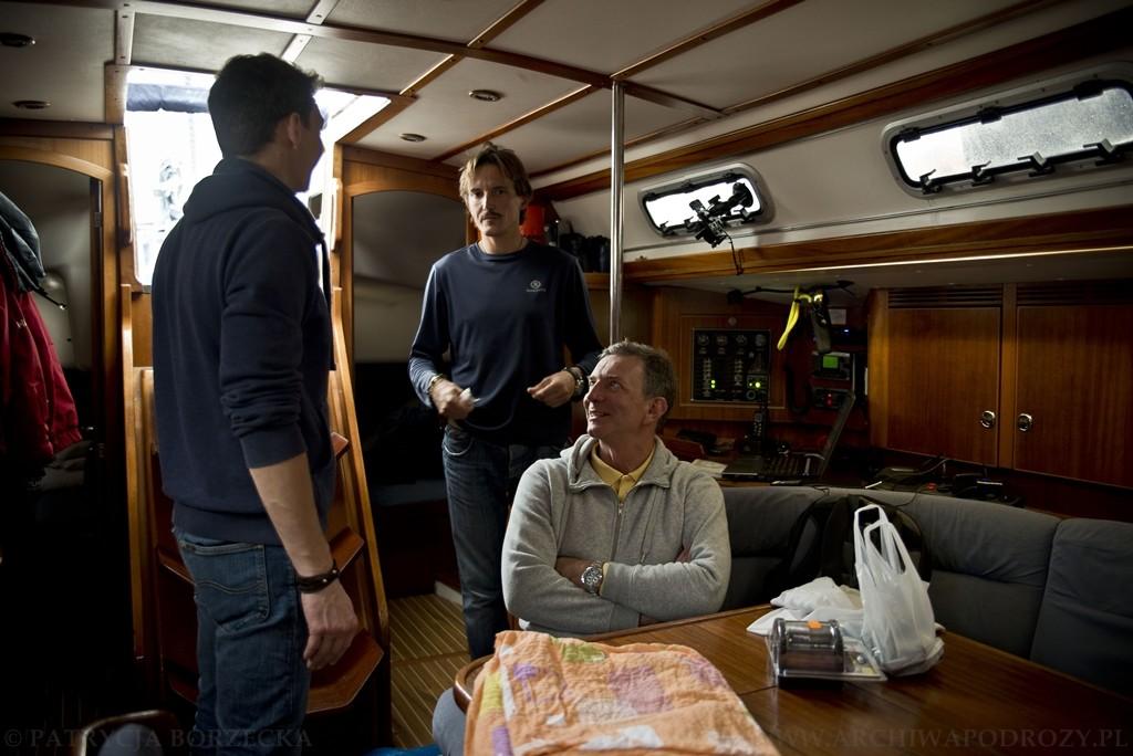 Przed wyruszeniem w morze należy ustalić pewne prawidłowości wraz z kapitanem i resztą załogi.
