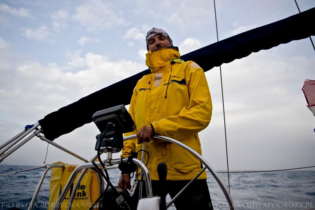 Kapitan Krilla potrafi naprawdę bezpiecznie poprowadzić łódź nawet w przypadku najgorszych warunków pogodowych.