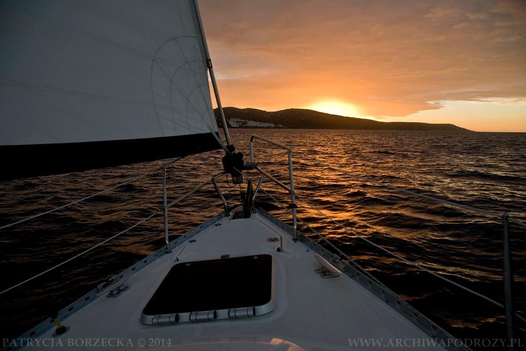 Dziób Krilla na tle zachodzącego słońca. Dobre miejsce na chwilę odpoczynku.