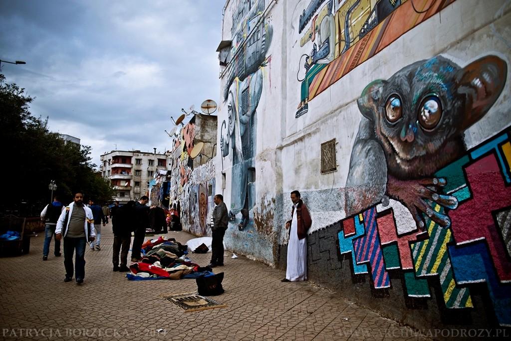 Wejście do mediny intryguje. Liczne graffiti zachowane w zachodnim stylu nie pasują do tradycyjnej, muzułmańskiej części miasta.