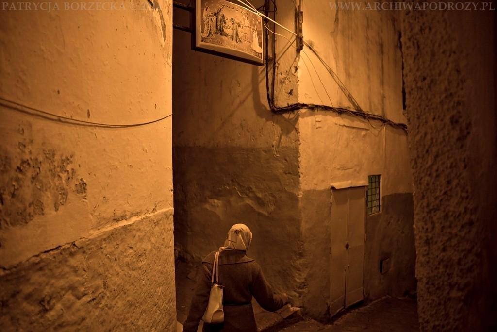 Można zobaczyć życie codzienne ludzi oraz spotkać się z ich serdecznością. Kobieta na zdjęciu pomagała nam wydostać się z zawiłych uliczek gdy zagubiliśmy się w nich nocą.