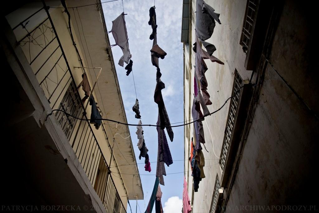 Jej częścią jest również specyficzny sposób wieszania prania. Pranie wiesza się zawsze poza domem, bardzo często nad głównymi ulicami.