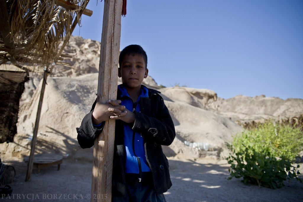 Większość nie chodzi do szkoły.  W Egipcie przeważnie władza za to nie ściga.