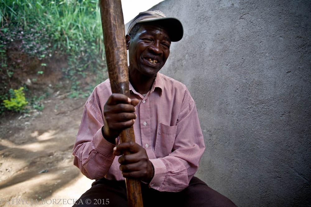 Następnym etapem jest obróbka ziaren. Na plantacji Uru proces ten zachodzi za pomocą prostych narzędzi.