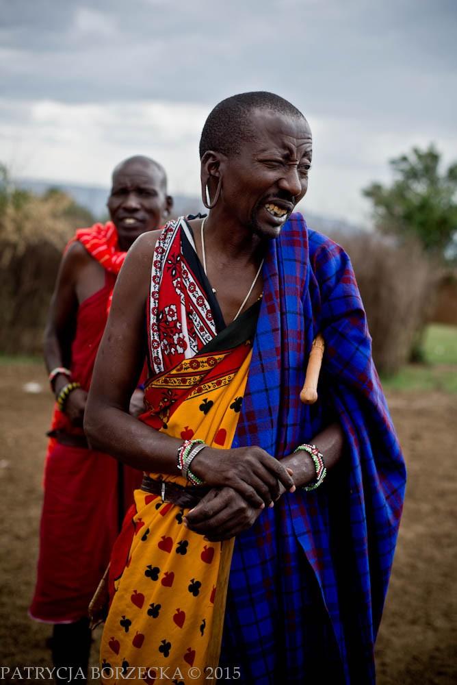 By stać się mężczyznami Masajowie niegdyś musieli zabić lwa, a potem następował proces obrzezania. Proces ten praktykowany jest do dziś pomimo tego, że prawnie jest to zabronione. Poddawani są mu zarówno chłopcy, jak i dziewczynki. Wywołuje on wiele kontrowersji dlatego w niektórych plemionach powoli się od niego odchodzi.